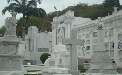 Discover the White City cemetery in Guayaquil
