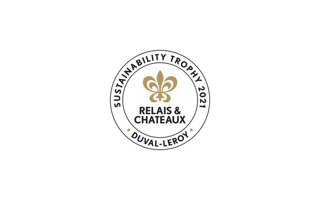 """Relais & Châteaux e Duval-Leroy consegnano il trofeo """"Sustainability 2021"""" al Pikaia Lodge situato sull'isola di Santa Cruz, al cuore dell'arcipelago delle Galapagos, in Ecuador"""