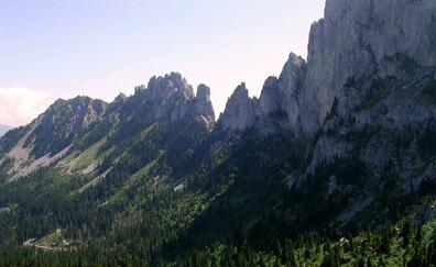 Gentle alpine walk from Jaun Pass