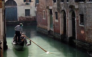 Travel by gondola in the City of the Doges