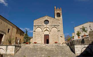 Visite o vilarejo de Asciano