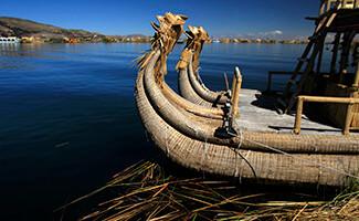 Un paseo en barco por el lago Titicaca