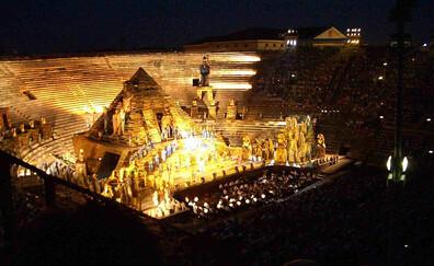 Arènes romaines : des bougies avant l'opéra ! (Vérone)