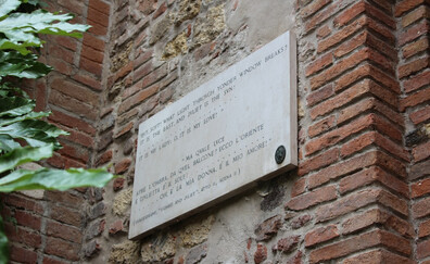 The tomb of Juliet, a young girl in love (Verona)