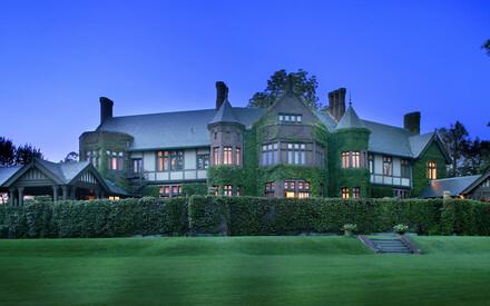 La maison Blantyre dans les Berkshires, première propriété Relais & Châteaux aux États-Unis, a inauguré début juillet le Café Boulud New York à Blantyre