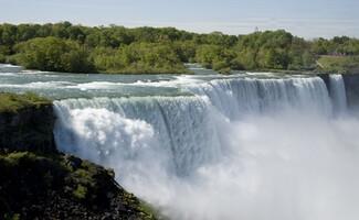 Sous les chutes du Niagara