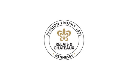 """Relais & Châteaux and Hennessy present the """"Passion 2021"""" trophy to the Arnolfo restaurant in Colle di Val d'Elsa in Tuscany"""