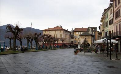 La Piazza Mario Motta au petit matin… (Orta San Giulio)