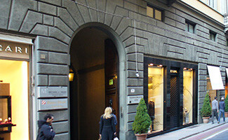 Italian elegance, the Via Tornabuoni and the Scuola del Cuoio (Florence)
