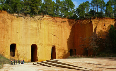 Discover the old ochre mines of Bruoux
