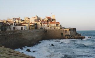 La ciudad antigua de Antibes y el castillo Grimaldi