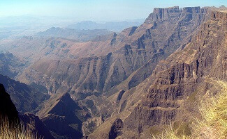 On horseback to 'Dragon Mountain', Drakensberg