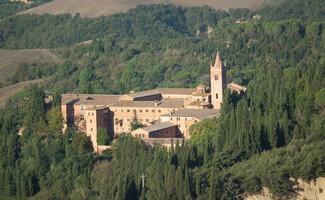 Dégustez les bons crus des moines dans la superbe abbaye de Monte Oliveto Maggiore
