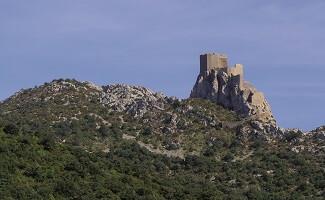 Os castelos de Aguilar, Quéribus e Puilaurens