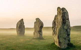 Entdecken Sie die Monolithen von Avebury