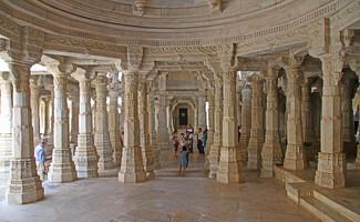 Os maravilhosos santuários jainistas de Ranakpur