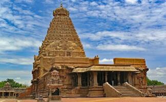 Spazieren im Tempel von Brihadishwara, Thanjavur