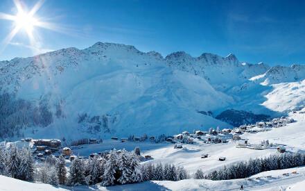 Skifahren in der Schweiz. Authentische Relais & Châteaux Hotels zwischen Grisons und Valais.